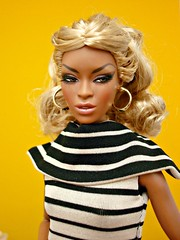 Finally deboxed, put together and dressed... 😊 (Deejay Bafaroy) Tags: facesofadele adele makeda integrity toys fashion royalty thefacesofadele doll puppe fr black schwarz portrait porträt stripes striped streifen gestreift blonde blond yellow gelb