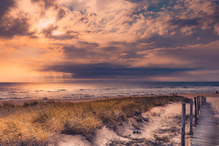 At the last minute (Ro Cafe) Tags: summer vacations holydays beach sea seascape sand grass sky sun clouds sunset sunlight nikkor2470f28 nikond600
