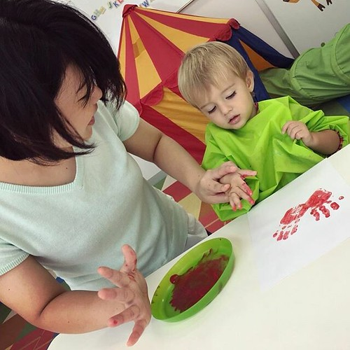 Tiny handprints leave big impressions on our hearts ❤️ #preschool #daycare #artsandcrafts #handprint #art #red #tokyo #japan #東京 #アート #子ども #保育園 #幼稚園 #港区 #港区ママ