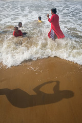 Family picture (SaumalyaGhosh.com) Tags: family picture photography capture shadow beach sea shore water color light day india bay bayofbengal xt2 fujifilm