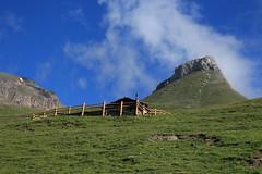 alpage de Torrent 2481 mètres (bulbocode909) Tags: valais suisse moiry valdanniviers alpagedetorrent alpages montagnes nature chalets barrières nuages paysages mottablantze vert bleu groupenuagesetciel grimentz