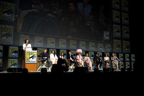 Aisha Tyler, Eddie Redmayne, Claudia Kim, Zoë Kravitz, Callum Turner, Ezra Miller, Alison Sudol, Dan Fogler, Katherine Waterston & Jude Law