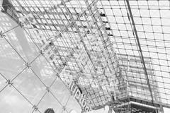 Hauptbahnhof light (Pascal Volk) Tags: berlin mitte moabit berlinhauptbahnhof estacióncentral centralstation mainstation berlinmitte highkey artinbw schwarz weis black white blackandwhite schwarzweis sw bw bnw blancoynegro blanconegro wideangle weitwinkel granangular superwideangle superweitwinkel ultrawideangle ultraweitwinkel ww wa sww swa uww uwa sommer summer verano canonpowershotg1xmarkiii dxophotolab dxosilverefexpro nikcollection 15mm 7dwf