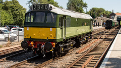 25262 (JOHN BRACE) Tags: 1966 british rail derby built class 25 bo diesel electric loco 25262 d7612 carried number 25901 when dedicated north west freight services seen eridge spa valley railway two tone green livery