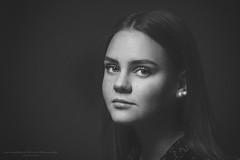Isa VIII (Passie13(Ines van Megen-Thijssen)) Tags: isa sturdioshoot portret portrait face blackandwhite bw sw zw zwartwit monochroom monochrome monochrom canon netherlands inesvanmegen inesvanmegenthijssen girl