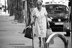 L'institutrice   The teacher (Caroline Vincelet) Tags: france rhône lyon auvergnerhônealpes europe 69 noiretblanc streetphotography blackandwhite woman femme oldwoman personneâgée candid elegance