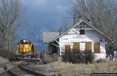 Harriman Style Depot in Spanish Fork (jamesbelmont) Tags: railroad railway train depot spanishfork utah unionpacific emd sd402 hkyr