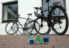Ankunft in Højer (captain_joe) Tags: toy spielzeug 365toyproject lego minifigure minifig legome urlaub holiday fahrrad bicycle bike fahrradtor radtour schleswigholstein danmark dänemark højer