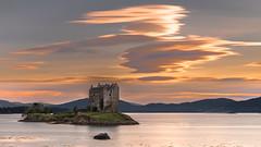 Castle Stalker (Markus Trienke) Tags: scotland vereinigteskönigreich gb sunset clouds castle stalker sea fjord building highlands hill mountains