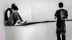 En pareja. Tahiche, Lanzarote, febrero 2007. (Jazz Sandoval) Tags: 2007 blanco blancoynegro bn bw black blackandwhite boy contraste canarias curiosidad calle curiosity city ciudad contrast digital day dìa dos elfumador españa exterior enlacalle expresión expression fotografíadecalle fotodecalle fotografíacallejera fotosdecalle gente humanos human humanfamily hombre humano white chica islascanarias intriga jazzsandoval mujer luz lanzarote light lines lineas monocromática monócromo man misterio negro nero noiretblanc people portrait pareja perrsonas retrato robado streetphotography streetphoto sombras sentada tahiche woman womanexpression