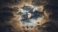 le Halo de la lune (Francois Le Rumeur) Tags: moon lune cloud cloudy nuage nuageux nuit night lumière light nikon hd 4k ciel sky halo