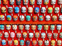 Mini masques rencontrés à Shanghai (Christian Chene Tahiti) Tags: olympus c2000z shanghai chine vieuxquartier masque personne couleur china mask rouge blanc jaune orange multicolore vert red