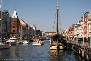 ... Mooring in Nyhavn ...