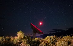 Cal Tech Radio Telescope is Always Listening. (RStonejr) Tags: caltechopticalobservatories coo 40meterradiotelescope 40meterdish sagebrush canon80d canon californiainstituteoftechnology mountains sierranevada caltech summer 2018 ovrocaltech ovro science dish owensvalley technology cali natur nature california stone ross rossstone idk explore longexposure nighttime outside star stars night yellow blue red telescope radiotelescope