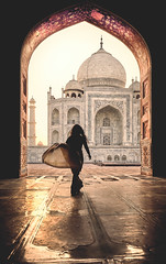 India: Taj Mahal. Perpetual Love. (icarium82) Tags: india travel canoneos5dsr dawn encounters tajmahal people canonef1635mmf4l love arch frame sunrise warmlook