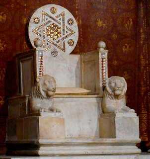 Episcopal chair with lions and mosaic star, as nimbus around bishop's head (1263) by Vassalletto II - Cathedral of Anagni / Frosinone