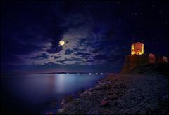 Il Bacio (Gio_guarda_le_stelle) Tags: bacio kiss nightscape artwork roseto calabria italy blue sescape moon risingmoon castle tower stars sea seaside