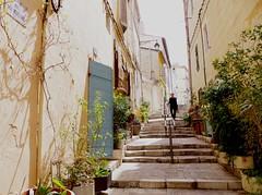 Rue des moulins (domclavaud) Tags: quartier populaire lepanier ruelles vieilleville marseille pittoresque city artstreetart peintures couleurs