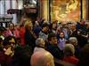 Naples - San Gennaro (Christian Lagat) Tags: italie naples sangennaro italy saintjanvier saintjanuarius duomo cathédrale fidèles faithful fillette girl