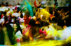 cross fau 18 (luizavidotto) Tags: brasil são paulo sp fau usp faculdade arquitetura urbanismo edifício brutalista brutalismo concreto pixo grafite panos cores colorido dança música maracatu instrumentos som expressão cross analog 35mm film parangolé estudantes universitários manifestação ocupação espaço público