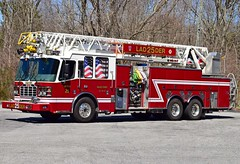 gales ferry ladder 25 (view 2) (Zack Bowden) Tags: fire truck ct gales ferry ledyard ferrara ladder