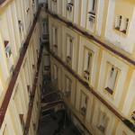 Diagonal lines, at the Hotel Plaza, La Habana (Cuba) thumbnail