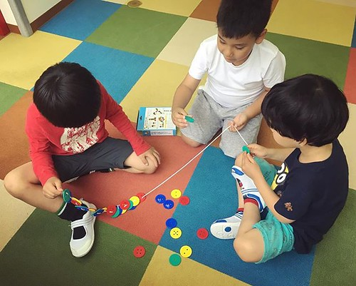 We're working as a team! #preschool #kindergarten #motorskills #kids #tokyo #minato #shibakoen #幼稚園 #保育園 #ともだち #学ぶ #東京 #港区 #芝公園