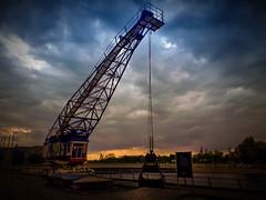 25.04.2018 Duisburg Innehafen (FotoTrenz NRW) Tags: kran sunset innenhafen eveningmood contrast sky cluds wolken sonnenuntergang crane duisburg nrw