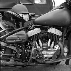 01-05-18-008-HP5-Es (Redt16s) Tags: england gloucestershire toddington gwsr wartimeweekend socialdocumentary usarmymotorcylce harleydavidson wl45 blackandwhite monochrome ilford hp5 200asa spur acuroln 1100 255mins 24degc rolleiflex35f