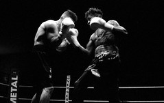 Uppercut ! (david zhornski) Tags: voigtlander leicam6 leica ring combat uppercut boxe fight argentique analog film film135 noiretblanc monochrome blackwhite ishootfilm delta3200 ilford