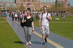 Museumplein - Amsterdam (Netherlands) (Meteorry) Tags: europe nederland netherlands holland paysbas noordholland amsterdam amsterdampeople candid zuid south sud museumplein people streetscene printemps spring couple guy homme male boy femme girl lichtlijn rijksmuseum walking unixes unisex sunglasses grass pelouse lawn dutch april 2018 meteorry