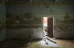 Al confine tra luce e ombra. Scegliere di avanzare o rimanere seduto? (Lorenzo Marini 88) Tags: urbanexploration urbex urban decay abandoned