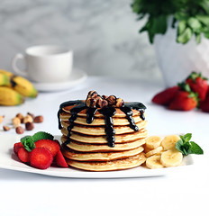Tortitas de avena (carmenmedinalopez) Tags: foodstyling estilismodealimentos fooddesing foodphotography breackfast desayuno chocolate strawberry fresas banana platano coffe