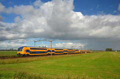 IC 2242 @ Zevenbergen (Wesley van Drongelen) Tags: ns nederlandse spoorwegen reizigers nsr ic intercity nid ddz zevenbergen langeweg train trein zug