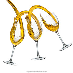 Ménage à trois (Yves Kéroack) Tags: vin midair hautevitesse splash verre coulis whitebackground alcool liquide highspeedphotography motion pouring mouvement floating glasses whitewine lévitation liquid