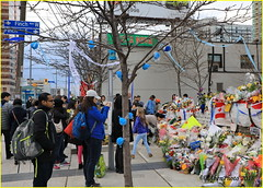 180427 Toronto-North York (36). Impromptu memorial for the victims of the April 23 van massacre. (Aben on the Move) Tags: toronto ontario canada yongeandfinch vanattackmemorial torontostrong