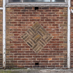 SCHAERBEEK, Ecole 14 (Olivier_1954) Tags: immeuble schaerbeek école architecture brique motif