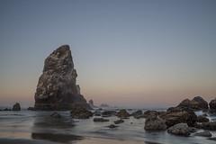 Dreamy coast in Oregon (herr_muenchen) Tags: cannonbeach felsen haystackrock küste oregon ozean sonnenaufgang strand