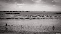 Du coté de la plage de Lancieux (guyju) Tags: velo france bretagne britanny mer marées eau ciel sable lancieux noiretblanc bw blackandwhite blackwhite monochrome blancoynegro