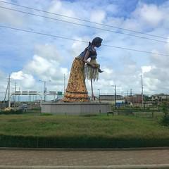 Hat Maker Statue - Montecristi (unclebobjim) Tags: manta montecristi ecuador panamahats hat maker statue