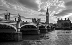 Westminster classic (mono) (Blende1.8) Tags: westminster westminsterbridge london bridge bridges brücke brücken bigben tower turm clock uhr unitedkingdom cityscape stadtlandschaft stadt thames riverthames themse river flus fluss architecture architektur carstenheyer nikon d610 35mm ip tip top sw aufnahme t