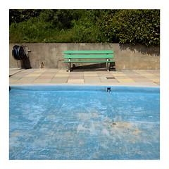 Empty (ngbrx) Tags: nyon vaud switzerland waadt romandie schweiz suisse svizzera pool schwimmbecken bernese bench bank