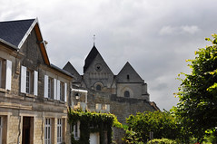 The church and the town wall (DameBoudicca) Tags: france frankreich frankrike francia フランス coucylechâteauauffrique coucy coucylechâteau medeltiden middleages medioevo medieval edadmedia moyenâge mittelalter 中世 fortification befestigung befästning fortificación fortificazione 築城 ちくじょう church kyrka kirche église chiesa iglesia 教会堂 きょうかいどう