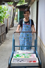 pretty cart pusher (the foreign photographer - ฝรั่งถ่) Tags: pretty young woman pushing cart desserts khlong thanon portraits bangkhen bangkok thailand nikon d3200