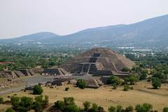Pirámide de la Luna (Erik Cleves Kristensen) Tags: mexico teotihuacan mexicodf