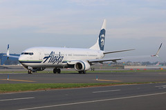 N474AS | Boeing 737-990ER/W | Alaska Airlines (cv880m) Tags: newyork jfk kjfk kennedy aviation airline aircraft airplane n474as boeing 737 739 737900 737990 alaska alaskaairlines eskimo winglet scimitar proudlyallboeing