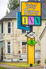 Itty Bitty Inn (Thomas Hawk) Tags: america ittybittyinn northbend oregon oregoncoast usa unitedstates unitedstatesofamerica motel neon us fav10
