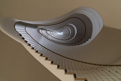 The sky is the limit (Frank Guschmann) Tags: berlin treppe treppenhaus staitcase stairwell escaliers stairs stufen steps architektur architecture frankguschmann nikond500 d500 nikon