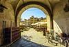 Uno sguardo alla piazza (forastico) Tags: forastico d7100 lucca toscana piazza piazzaanfiteatro