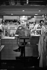 Place réservée (Mathieu HENON) Tags: leica leicam m240 noctilux 50mm monochrome nb bnw noirblanc blackwhite streetphoto auvieuxsaintmartin sablon bruxelles belgique belgium brussels comptoir bistro brasserie vieuxmonsieur habitué chic